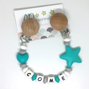 https:www.apersonnaliser.frwp contentuploads2020accroche doudou etoile coeur turquoise grise prenom bebe apersonnaliser