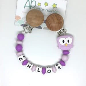 https:www.apersonnaliser.frwp contentuploads2020accroche doudou a personnaliser forme hibou violet silicone prenom