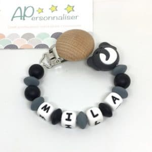 https:www.apersonnaliser.frwp contentuploads2020accroche tetine a personnaliser forme elephant noir silicone prenom