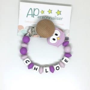 https:www.apersonnaliser.frwp contentuploads2020accroche tetine a personnaliser forme hibou violet silicone prenom