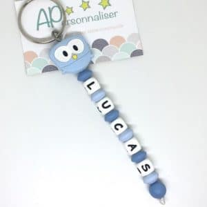 https:www.apersonnaliser.frwp contentuploads2020porte cles a personnaliser forme hibou bleu silicone prenom