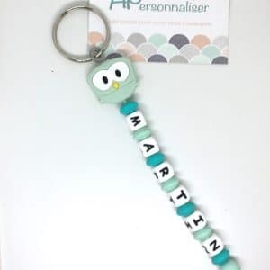https:www.apersonnaliser.frwp contentuploads2020porte cles a personnaliser forme hibou vert silicone prenom